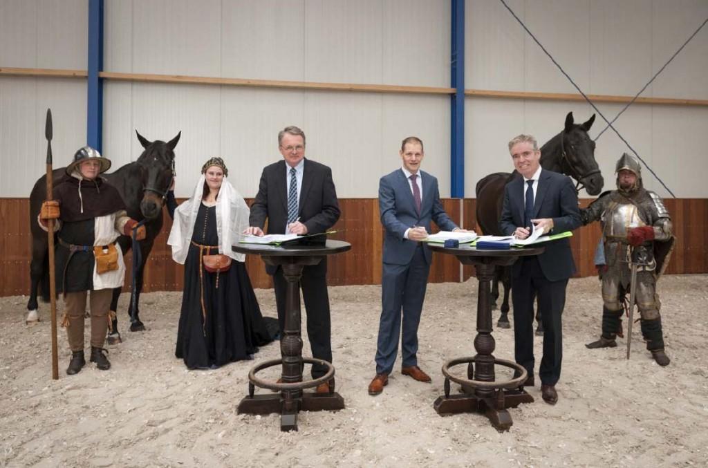 Foto ondertekening Hoef en Haag