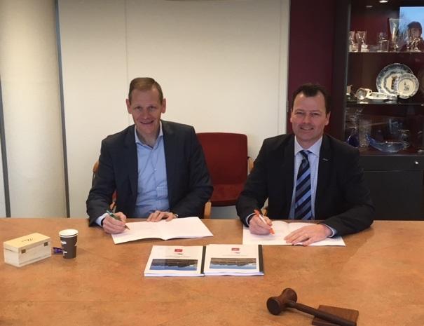 wethouder-marcel-elferink-en-alfred-bolks-ondertekenen-overeenkomst